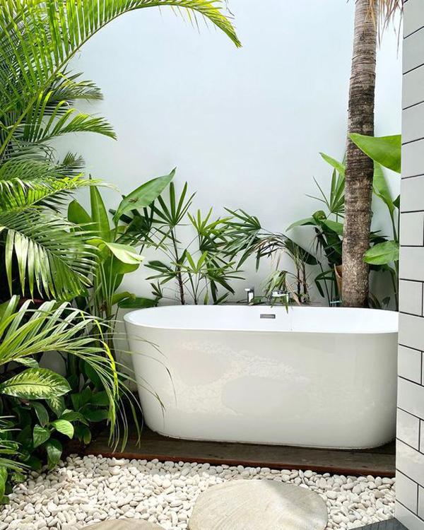 tropical-outdoor-bathtub-design
