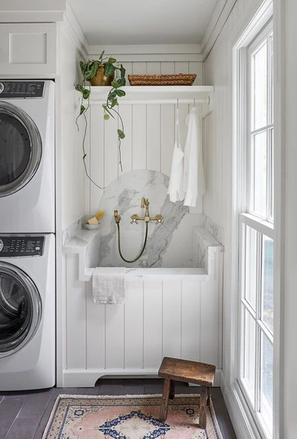 white-farmhouse-dog-wash-station