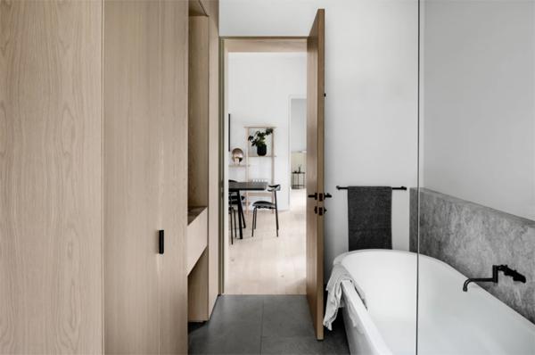 wood-and-minimalist-bathroom-design