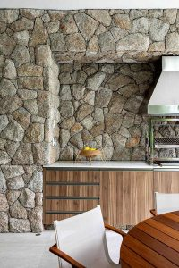 amazing-kitchen-stone-wall-decoration