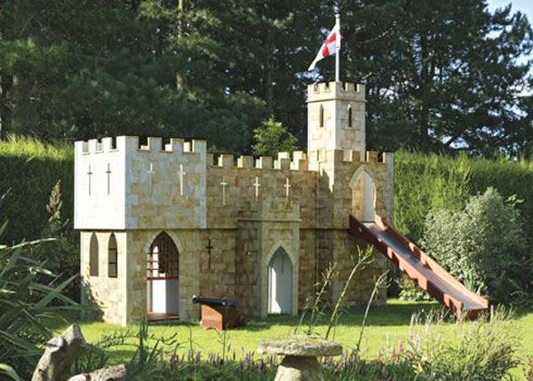 backyard-diy-castle-playground-ideas