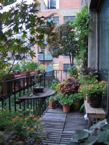 beautiful-balcony-garden-deck-design