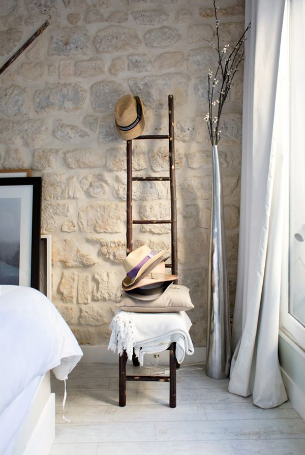 boho-chic-bedroom-design-with-natural-stone-wall