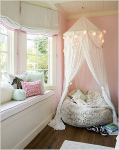 canopy-reading-nook-with-window-seats