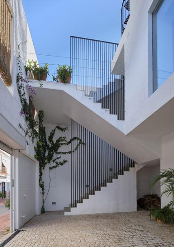 casa-hikari-outdoor-staircases