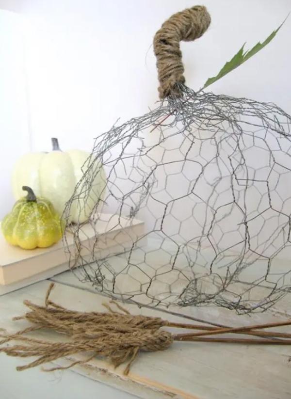 chicken-wire-pumpkins