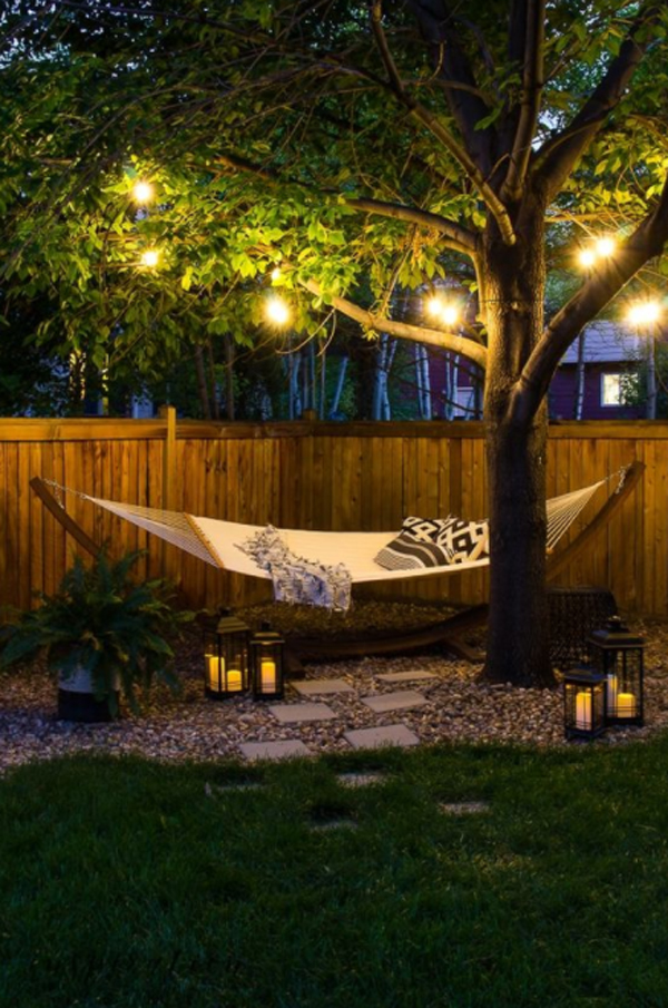 cozy-bakyard-swing-with-string-light