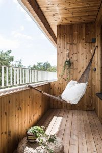cozy-balcony-deck-with-hammocks