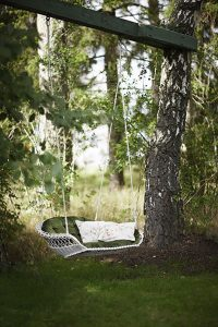 cozy-garden-swing-decorations