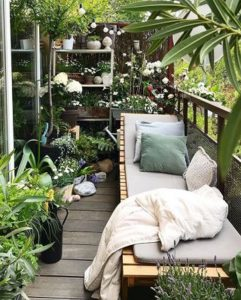 cozy-lounge-area-in-balcony-deck