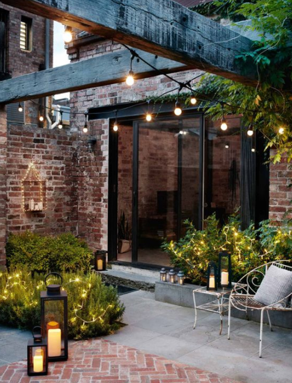 cozy-outdoor-string-light-with-lanterns