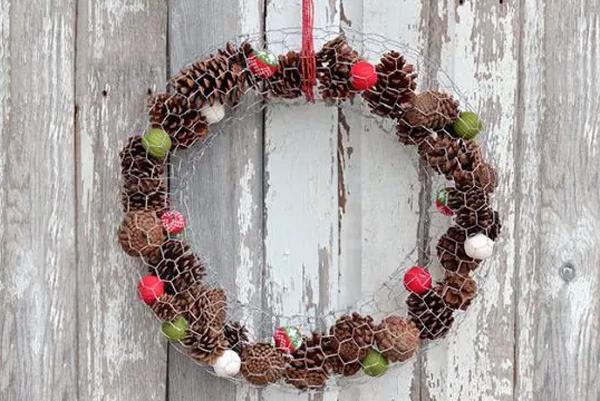 diy-chicken-wire-wreaths