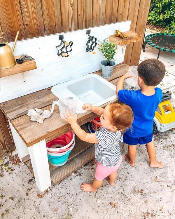 diy-outdoor-mud-kitchen-for-kids-activities
