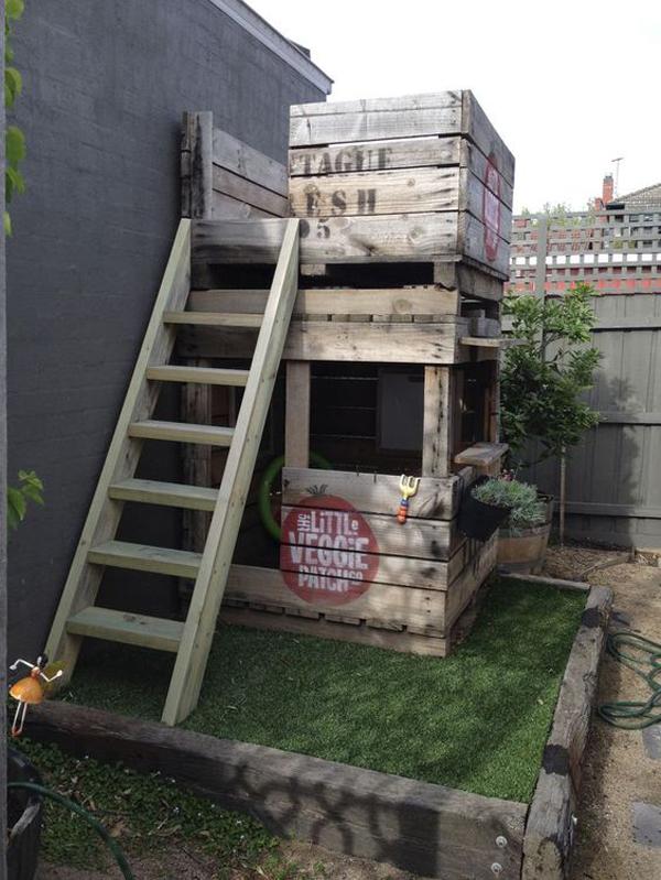 diy-pallet-kid-castle-for-small-backyard
