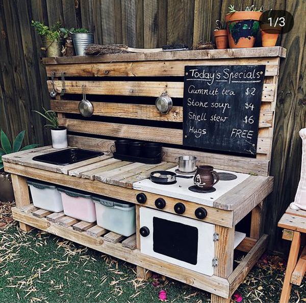 diy-pallet-outdoor-mud-kitchen
