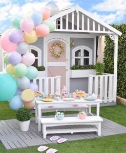 diy-party-cubby-house-with-balloon