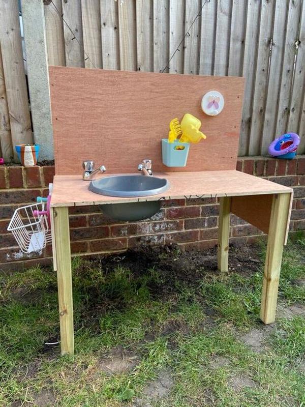 easy-diy-outdoor-mud-kitchens