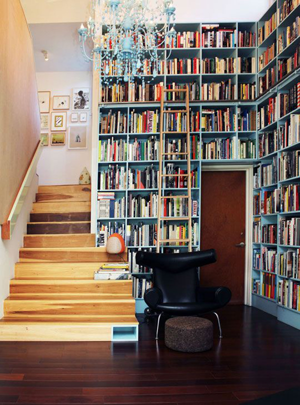 elegant-home-library-in-the-stairs