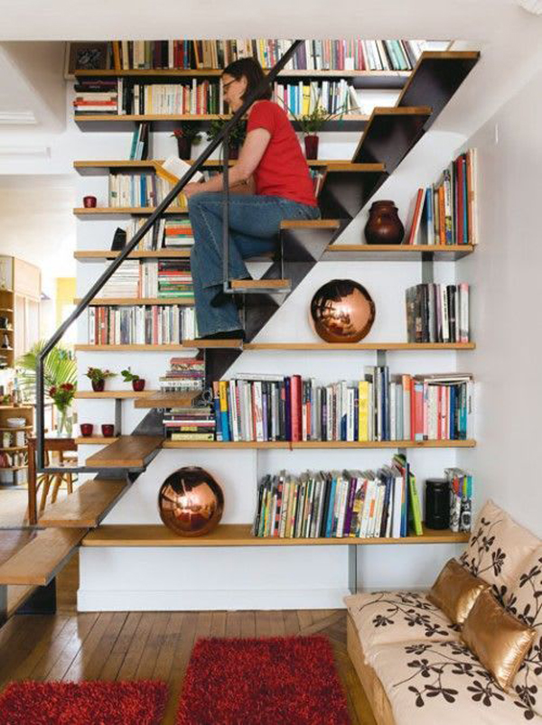 functional-tiny-stairs-with-bookshelves