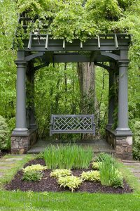 gorgeous-garden-pergolas-with-swing-seats