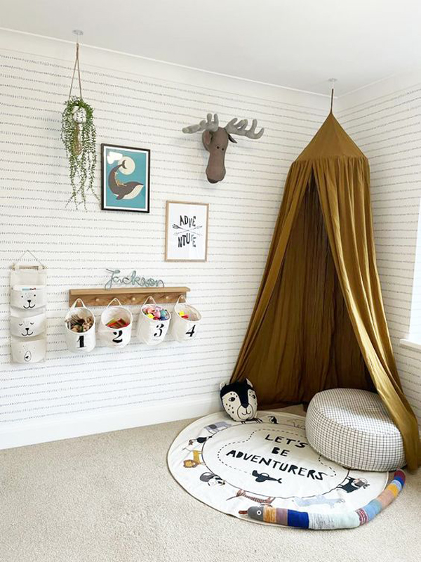 kids-canopy-reading-nook-with-animal-theme