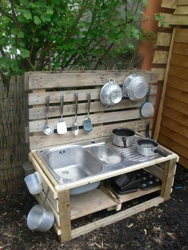 kids-outdoor-play-area-with-rustic-mud-kitchen