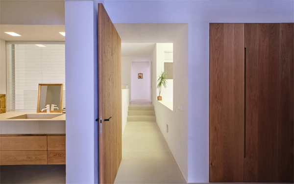 modern-bright-bathroom-design-with-hallway