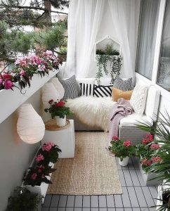 most-romantic-balcony-deck-with-floral-decor