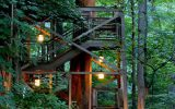 most-romantic-treehouse-with-lights