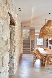 nature-stone-interior-wall-with-coastal-style