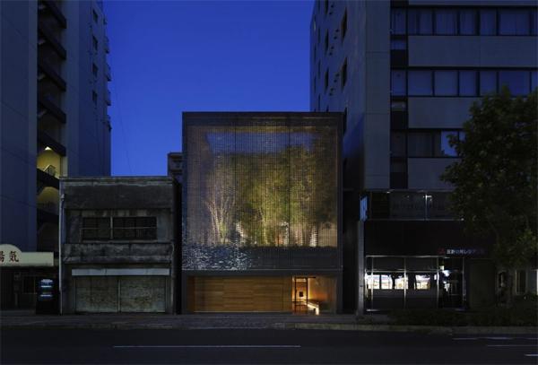 optical-glass-house-in-downtown-hiroshima