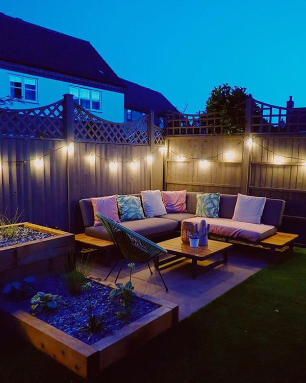 outdoor-living-spaces-with-string-lights