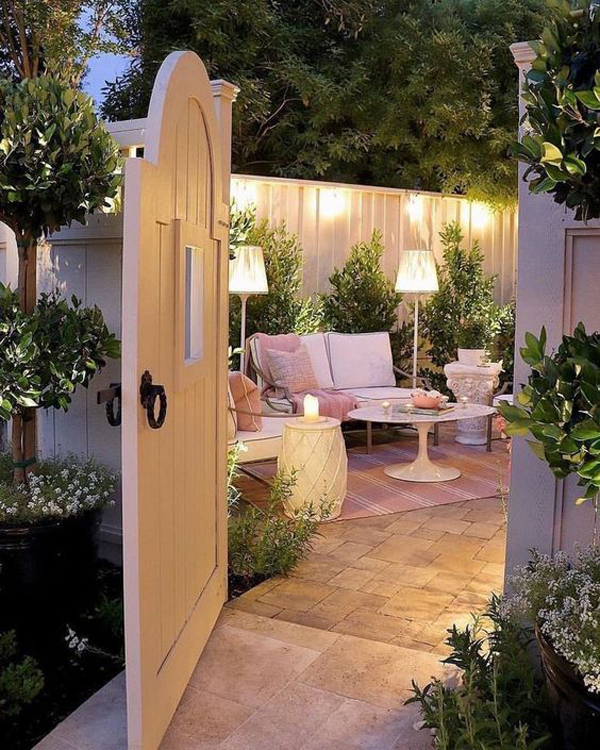 outdoor-small-patio-garden-with-romantic-lights
