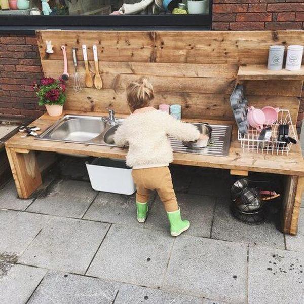 outdoor-summer-mud-kitchen-play-areas
