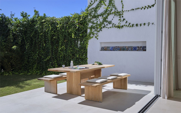 outdoor-wood-dining-areas