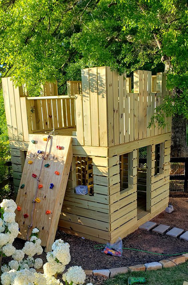 20+ Awesome DIY Castle Playhouses In The Backyard