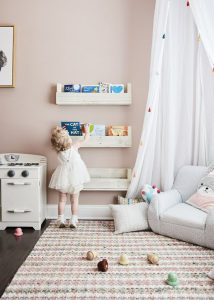 pretty-kid-reading-nook-with-floating-bookshelf