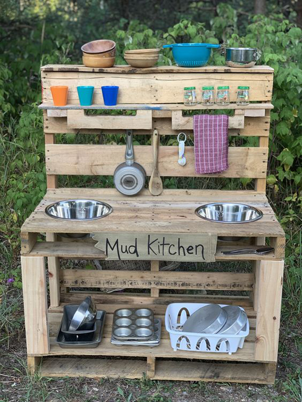 recycled-diy-mud-kitchen-decor