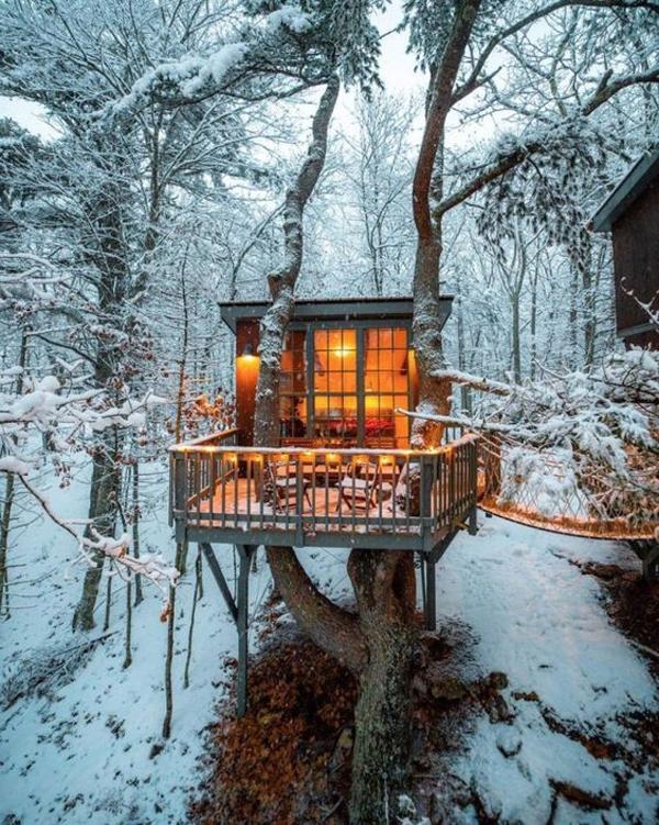 romantic-treehouses-in-the-snow