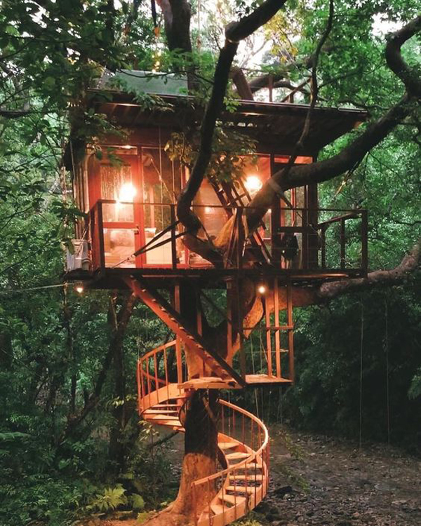simple-diy-treehouse-design-with-romantic-lights