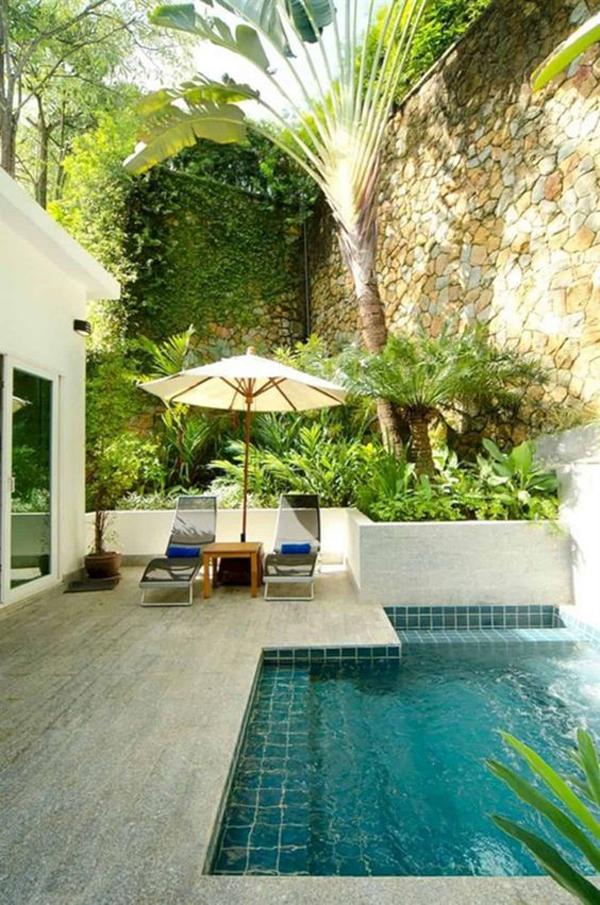 small-backyard-pool-for-family-retreat