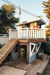 standing-cubby-house-with-playground