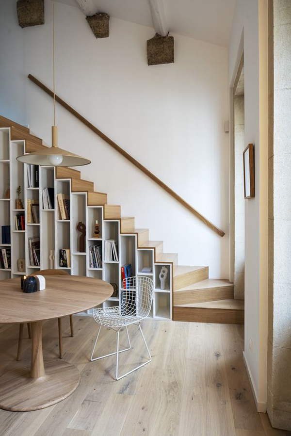 unique-staircase-with-book-racks