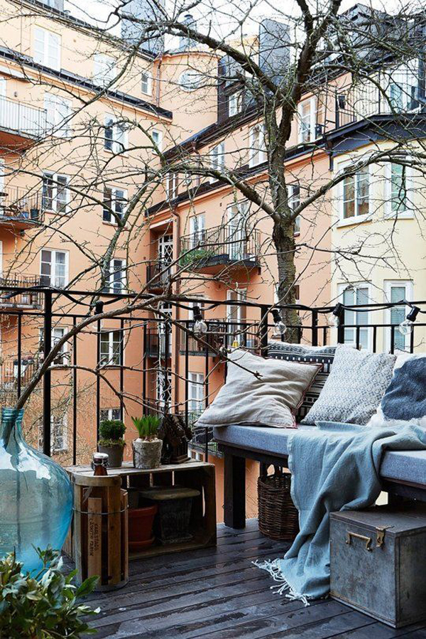 warm-and-cozy-balcony-deck-for-winter