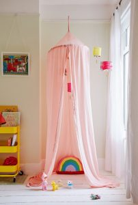 whimsical-canopy-reading-nook-ideas