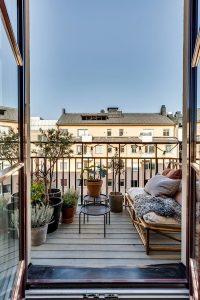 wood-contempory-balcony-design