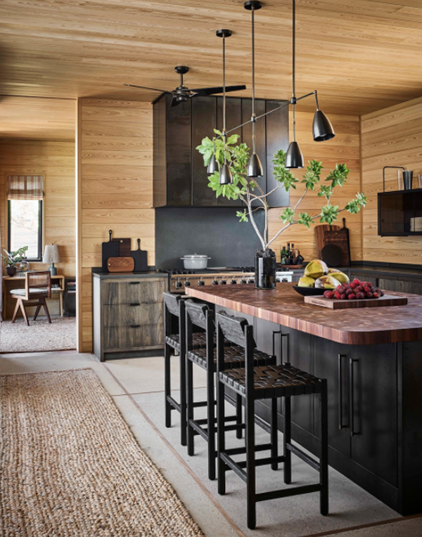 wood-kitchen-and-mini-bar-with-beach-inspired