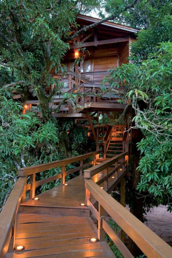 wood-romantic-treehouse-design