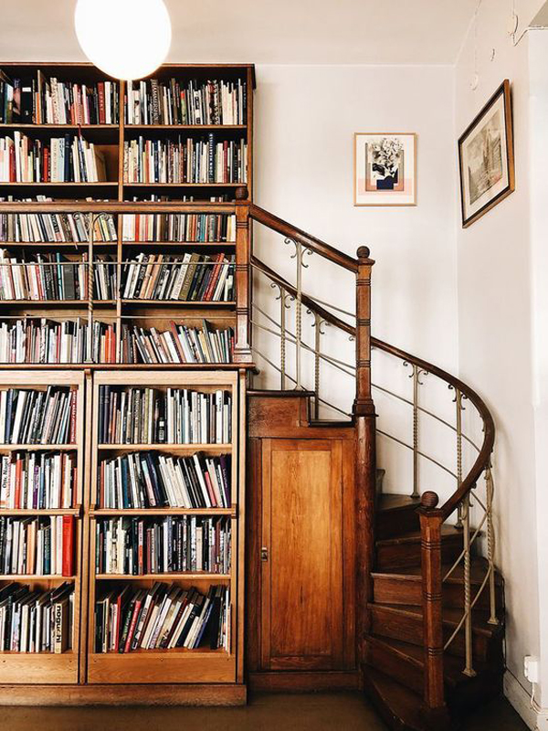 wood-rustic-home-library-in-the-stair