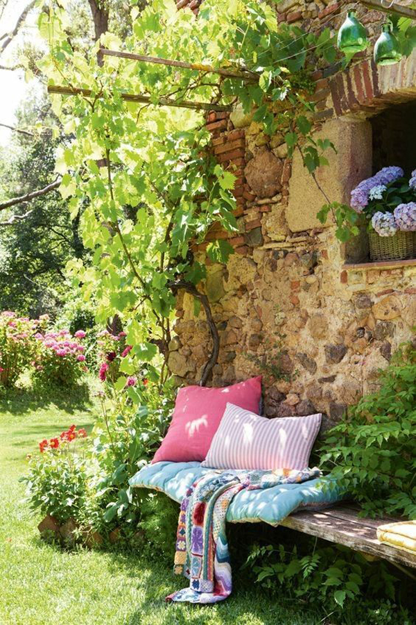 tiny-seating-ideas-for-corner-garden